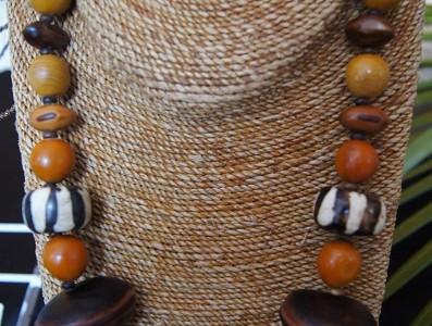 Collier Graines de Canic orange, Poids bord de mer, œil de Bœuf, avec de la Corne.