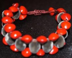 Bracelet réglable en graines.